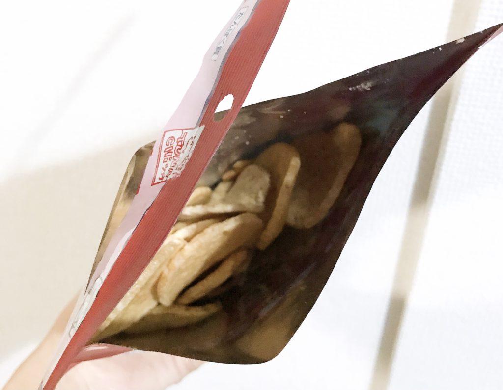 あじげんのマグロが70%入っているツナチップスを開封した画像