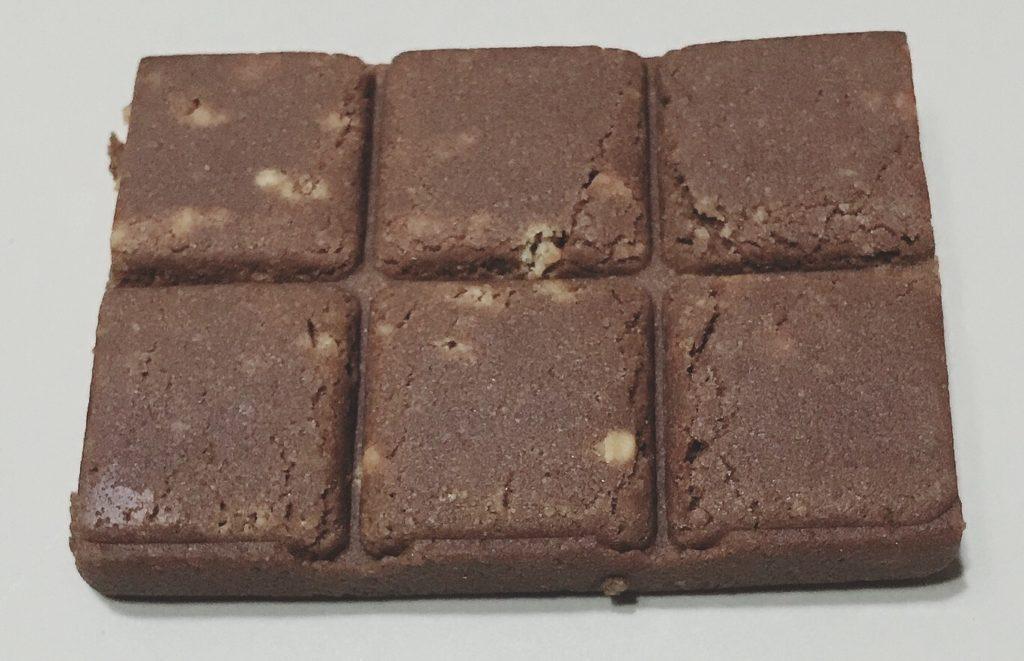 UHA味覚糖シックスパックプロテインバーチョコナッツ味の中身