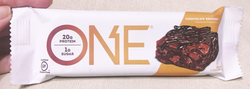 ナチュラルローソンで買えるプロテインバーのワンバーチョコレートブラウニー風味