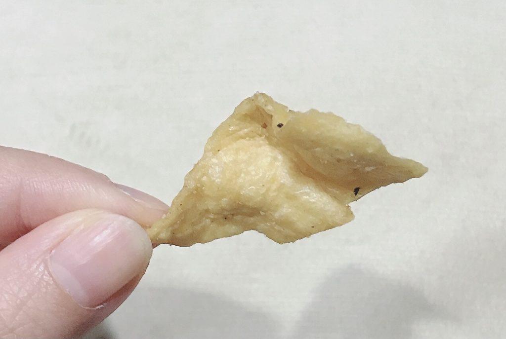 ローソンの低糖質•高たんぱくダイエットお菓子:オニオンペッパーの大豆チップスの中身