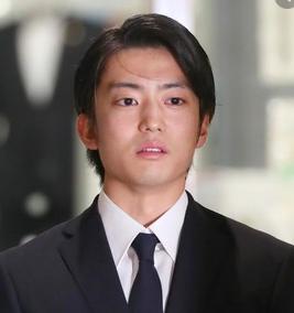 ひき逃げ俳優伊藤健太郎謝罪画像。いとうけんたろう