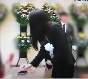 ドンファン嫁こと、須藤早貴(すどうさき)容疑者。紀州のドンファンこと資産家の野崎幸助さんのお葬式の際にほくそ笑んでいたことが話題になっています。喪主挨拶をする須藤先容疑者の動画、野崎幸助さんのおよそ13億円にものぼる莫大な遺産の行方