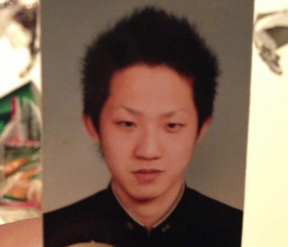 秋田県能代市の路上で無職の藤田政則さん(65)に暴行を加え、死亡させたとして、秋田県三種町鵜川に住む成田久志(なりたひさし)容疑者(飲食店経営)33歳が傷害致死の疑いで逮捕されました。成田久志容疑者のfacebook(フェイスブック)、顔画像、経営していた能代市のバーrudy、インスタ(Instagram)、店、免許証、高校